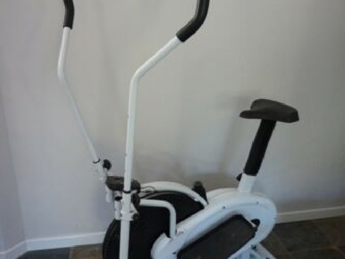 Vélo d'appartement / cross-trainer